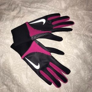 pink and black nike element thermal run gloves
